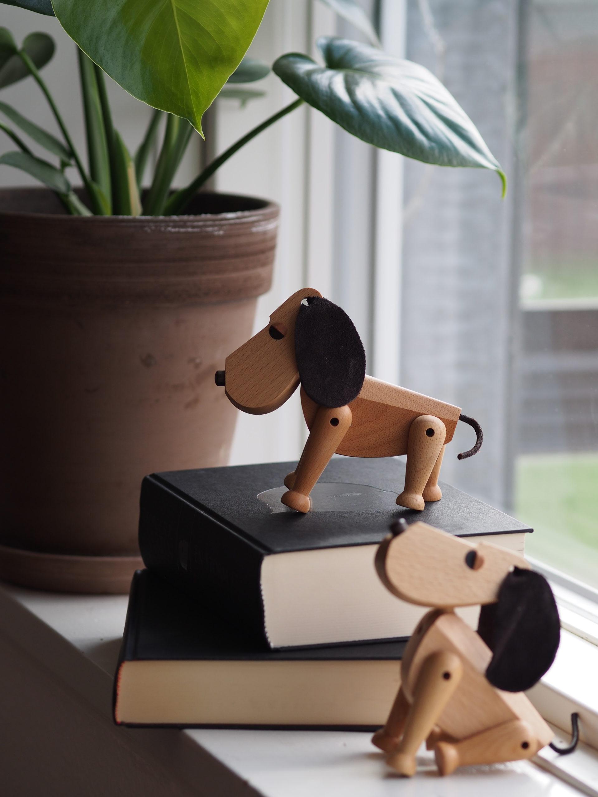 ARCHITECTMADE Oscar Beech Wood Dog Denmark Hans Bølling
