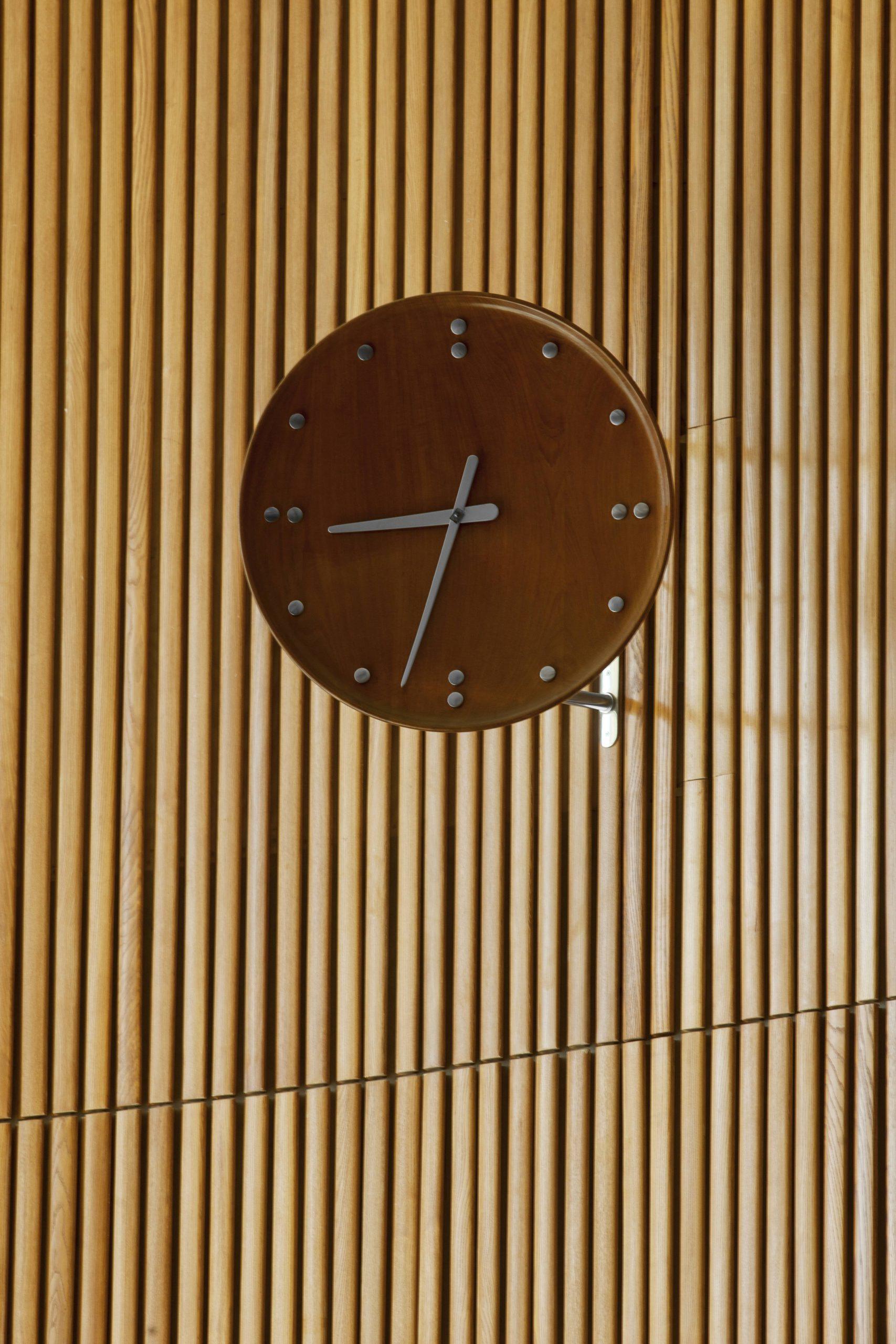 Architectmade-FJ-Clock-35-Wall-Teak-Finn-Juhl-2