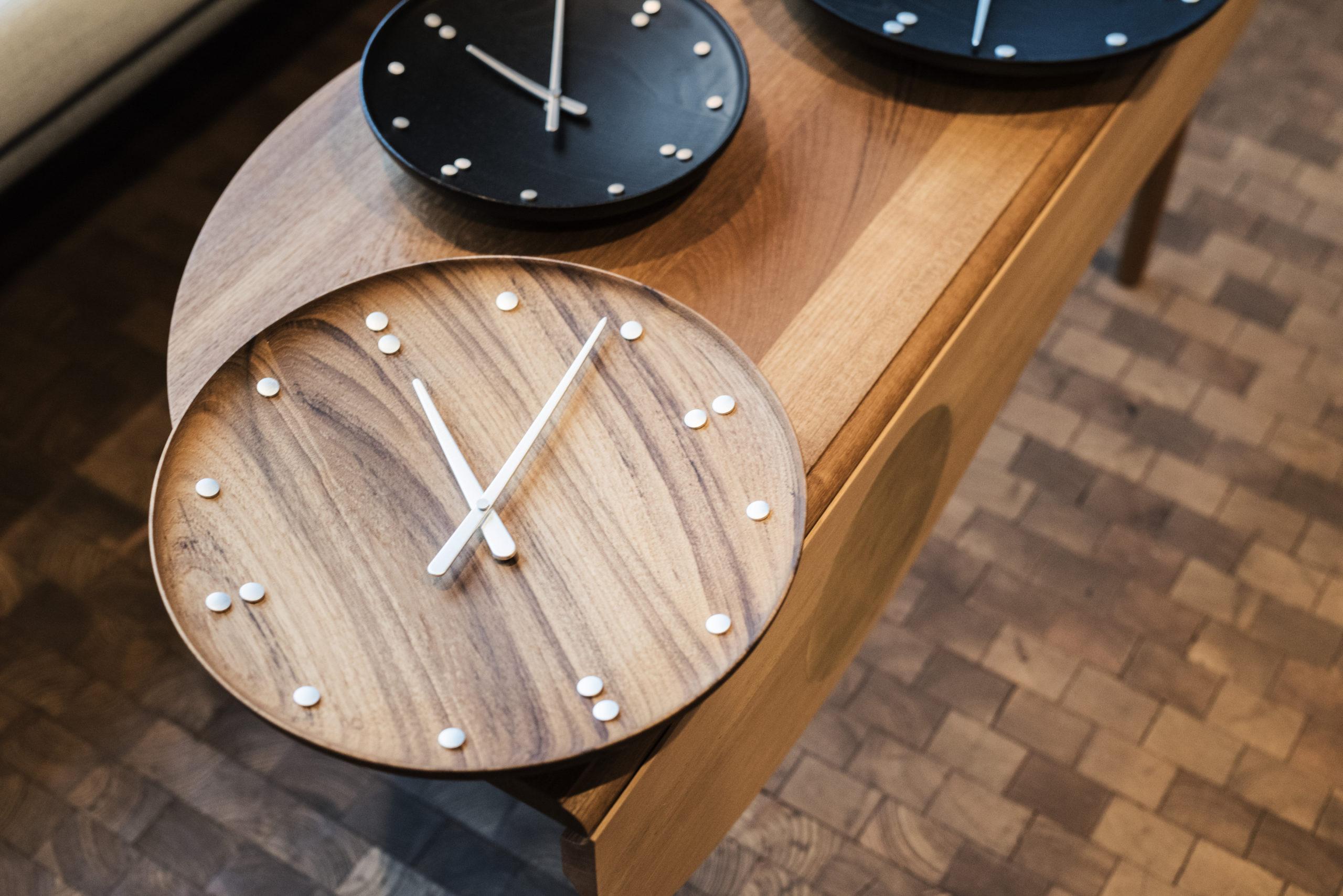 Architectmade-FJ-Clock-Wall-Clock-Teak-and-Ash-Wood-Denmark-Finn-Juhl-5