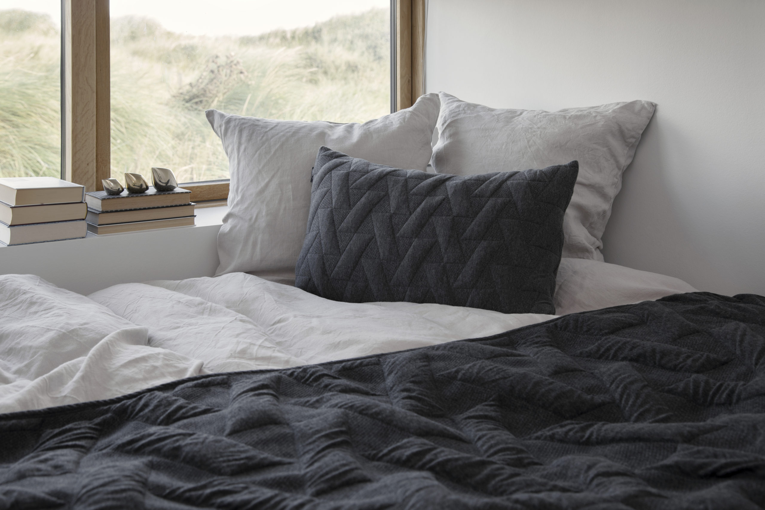Architectmade-FJ-Pattern-Organic-Cotton-Pillows-Blankets-Denmark-Finn-Juhl-3
