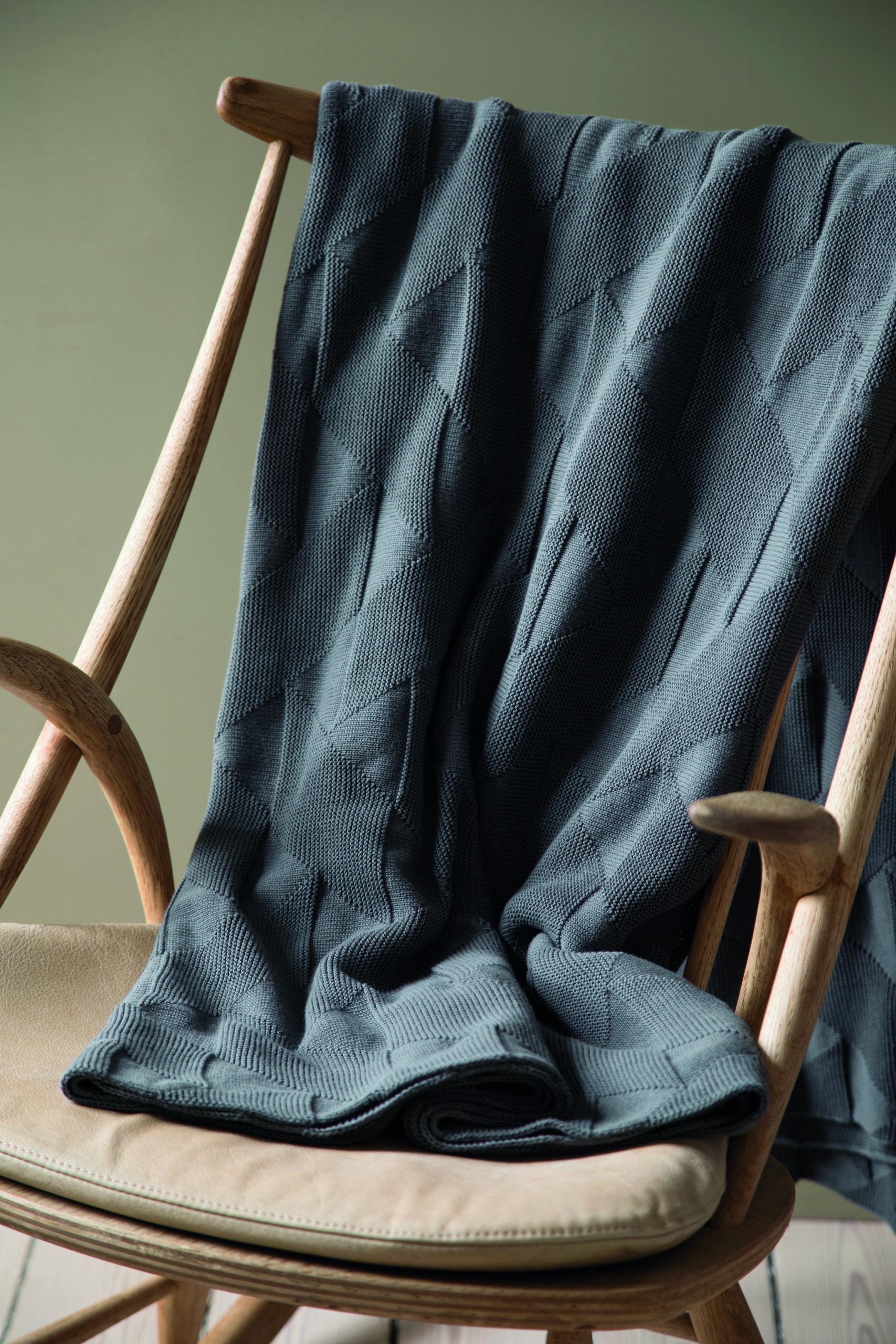 Architectmade-FJ-Pattern-Organic-Cotton-Pillows-Blankets-Denmark-Finn-Juhl-6